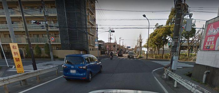 国道6号線南花島交差点から線路を跨いだ1つ目の信号(右折禁止)