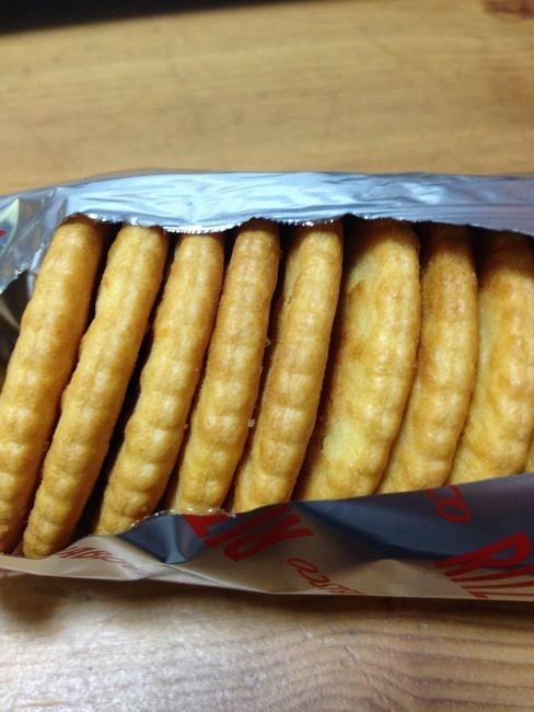 ナビスコリッツクラッカーの賞味期限2008年8月の保存缶を食べてみた